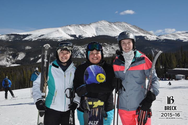sisters-skiing-breckenridge-colorado