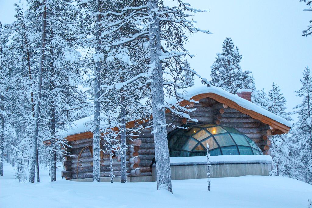 Kakslauttanen-Glass-Igloo-Hotel-Finland